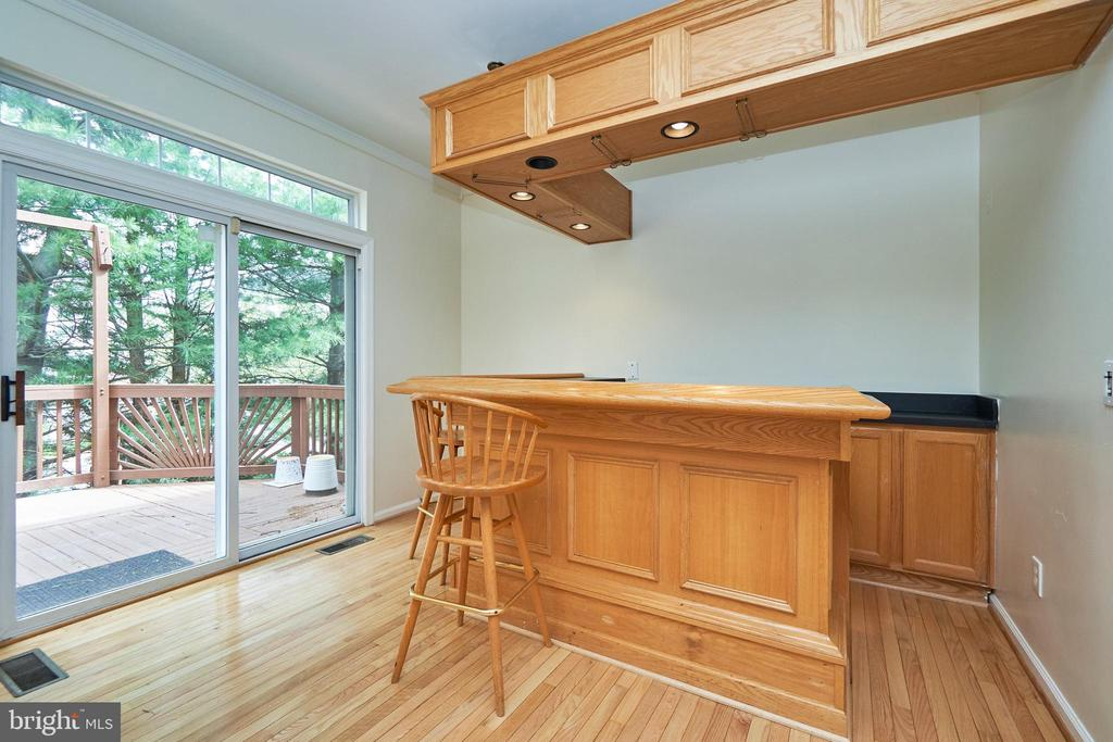 Built in breakfast bar area - 11436 ABNER AVE, FAIRFAX