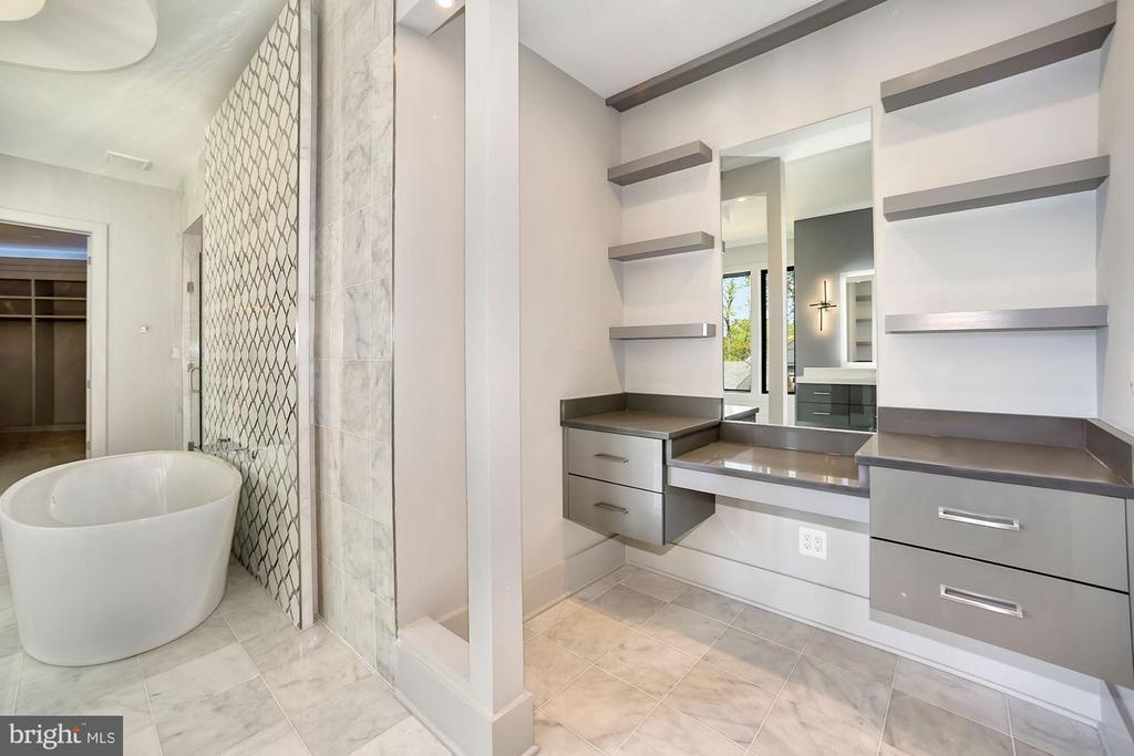 Master suite bath - 5800 37TH ST N, ARLINGTON