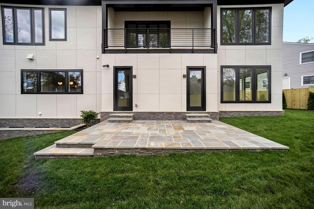 Lower stone patio - 5800 37TH ST N, ARLINGTON