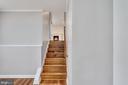 Stairway from LL to main level, solid hardwood - 330 TULIP CIR, FREDERICKSBURG