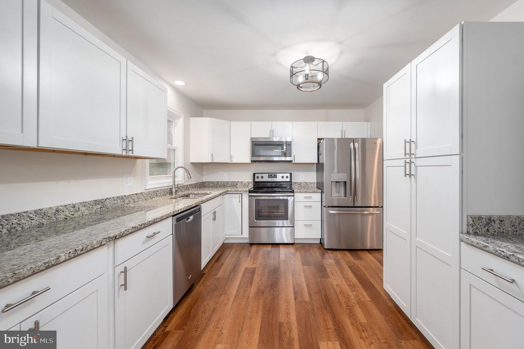 Renovated kitchen with pantry and coffee bar area - 330 TULIP CIR, FREDERICKSBURG