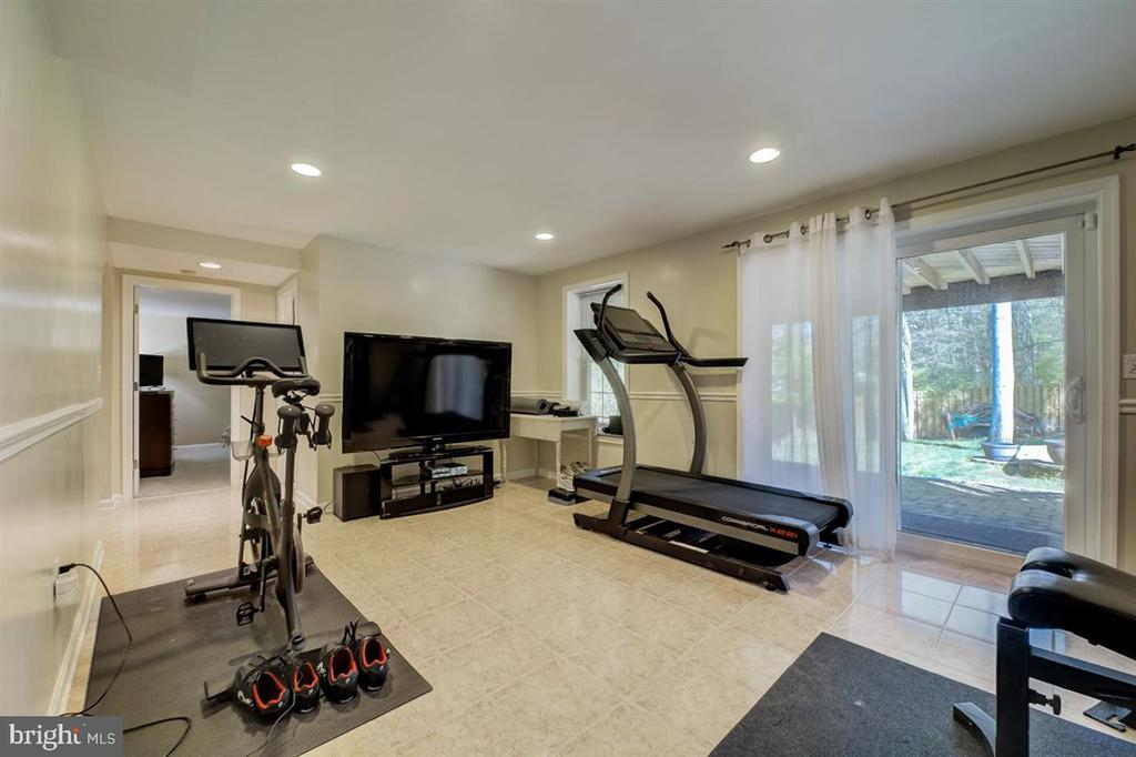 Recreation room/flex space being used as a gym. - 8900 MAGNOLIA RIDGE RD, FAIRFAX STATION