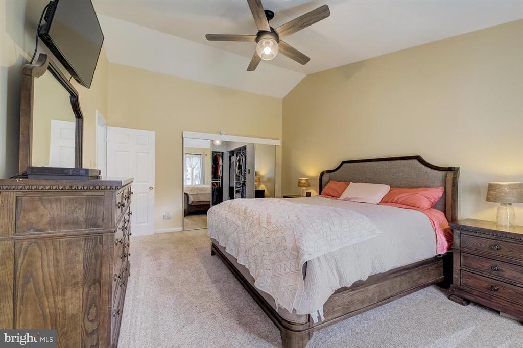 Primary bedroom (photo 2) - 8900 MAGNOLIA RIDGE RD, FAIRFAX STATION