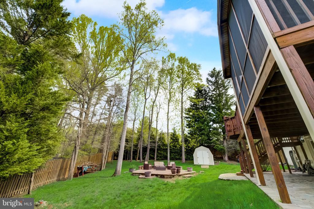 Landscape backyard & fully fenced-in. - 8900 MAGNOLIA RIDGE RD, FAIRFAX STATION