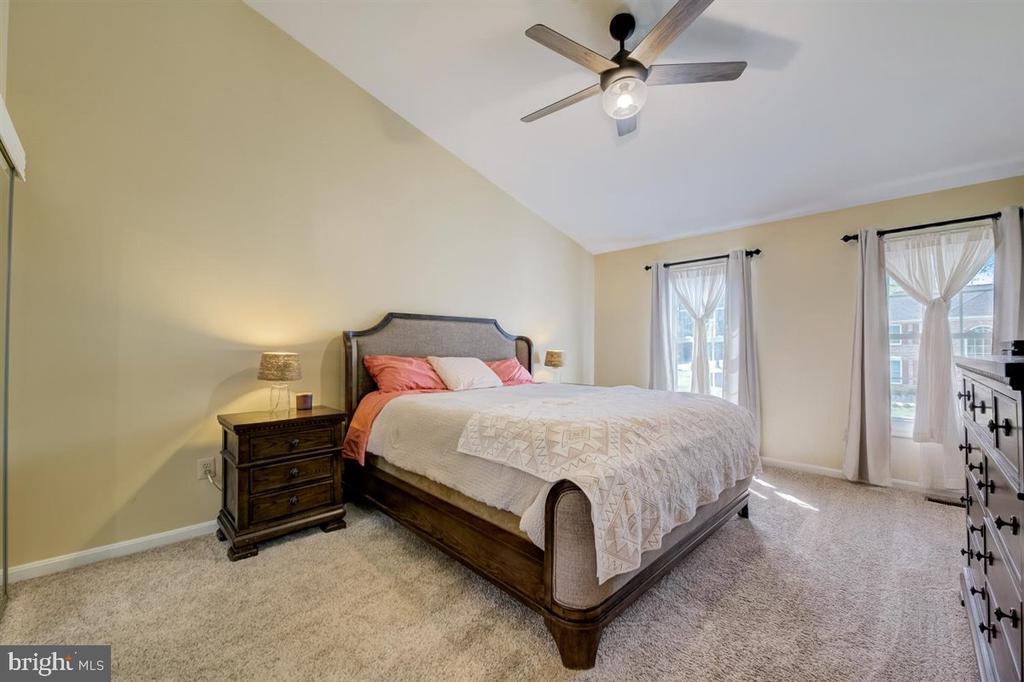 Primary bedroom - 8900 MAGNOLIA RIDGE RD, FAIRFAX STATION
