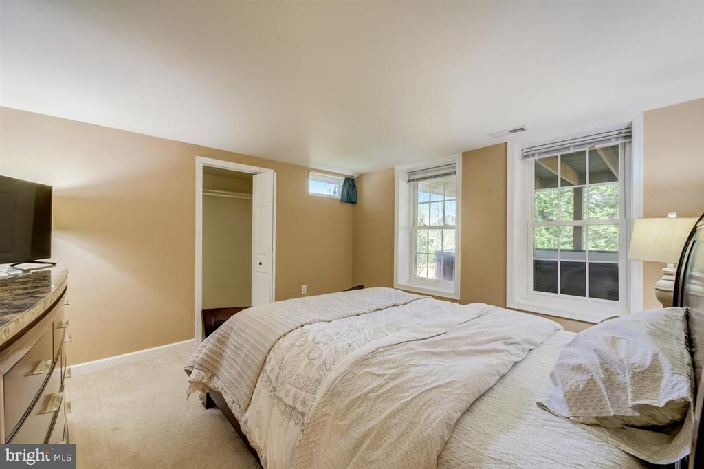 Bedroom #5 downstairs with view of the backyard - 8900 MAGNOLIA RIDGE RD, FAIRFAX STATION