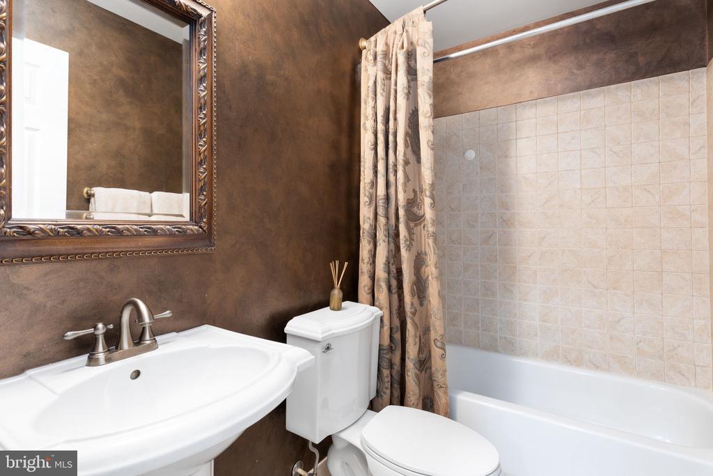 Lower Level Full Bath - 20003 SHADOW CREEK CT, ASHBURN