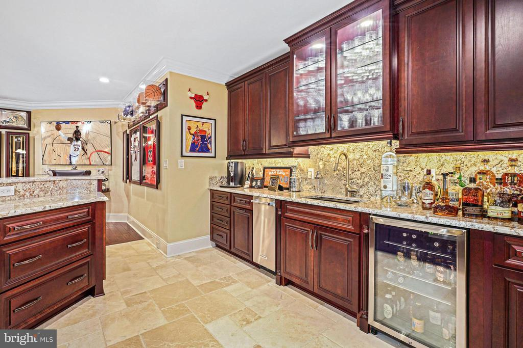 16' Handcrafted Bar with Built-in Beverage Center - 22608 CREIGHTON FARMS DR, LEESBURG