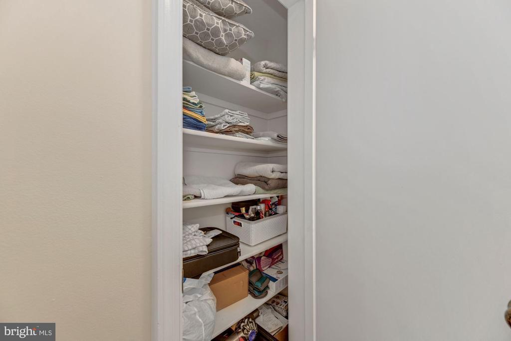 Hall linen closet - 1816 QUEENS LN #4-222, ARLINGTON