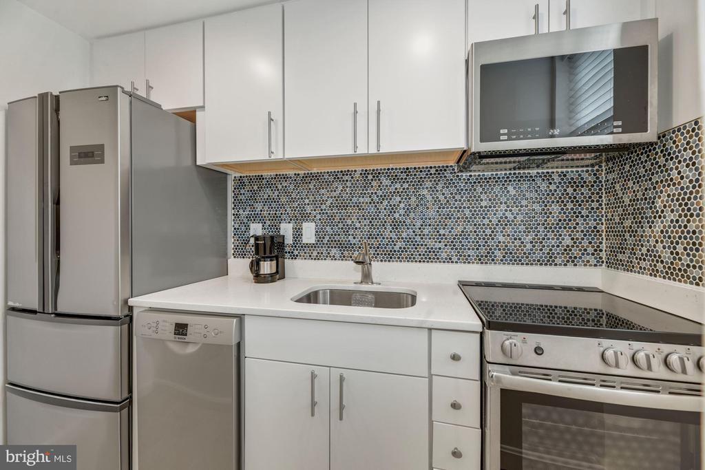 Recently updated  kitchen, quartz countertop - 1816 QUEENS LN #4-222, ARLINGTON