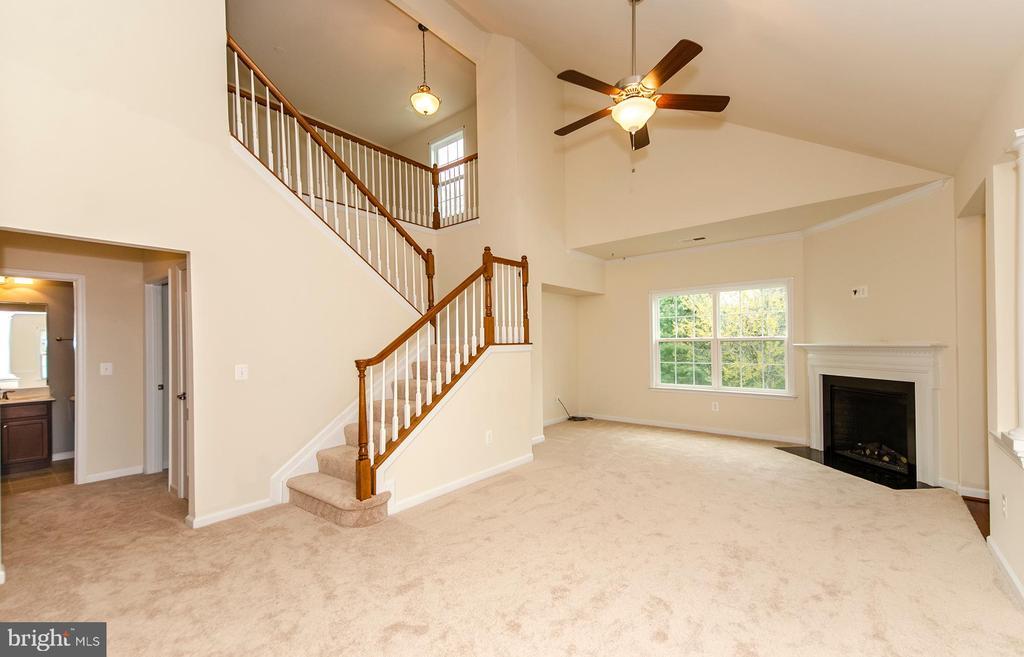 Brand new carpet on main level - 63 HARPERS MILL WAY, LOVETTSVILLE