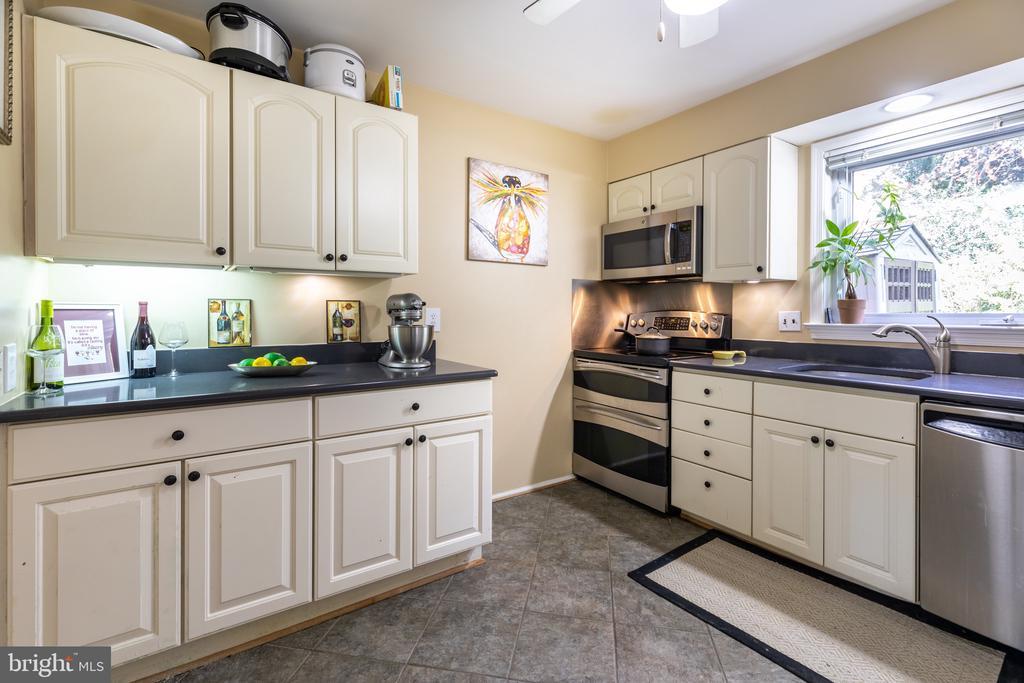 Kitchen - 2309 N SIBLEY ST, ALEXANDRIA