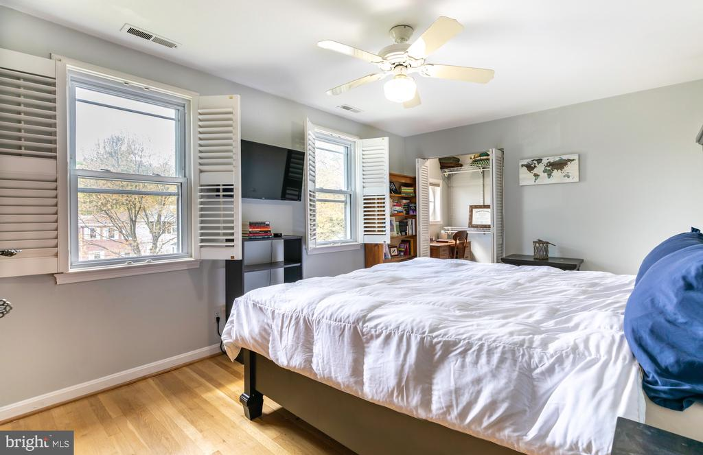Master Bedroom - 2309 N SIBLEY ST, ALEXANDRIA