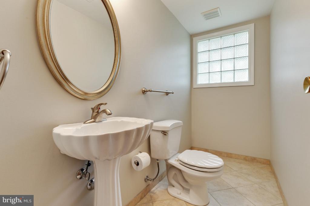 Lower level half bathroom - 5041 KING RICHARD DR, ANNANDALE