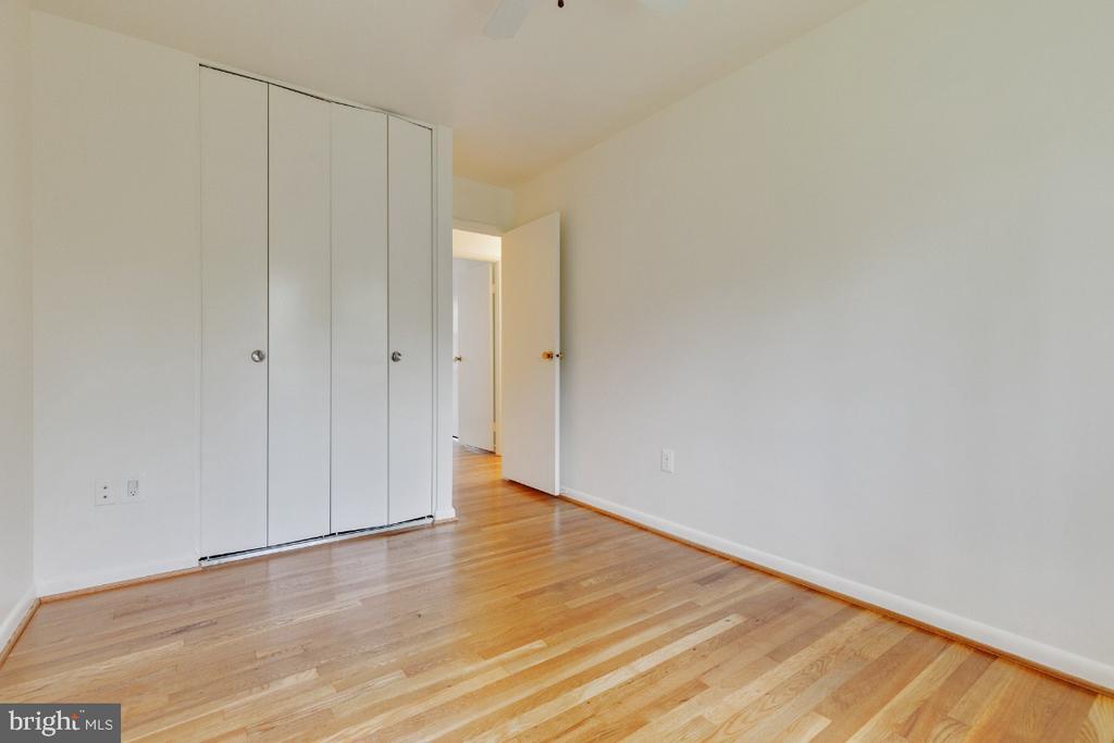 Bedroom 4 with huge closet - 5041 KING RICHARD DR, ANNANDALE