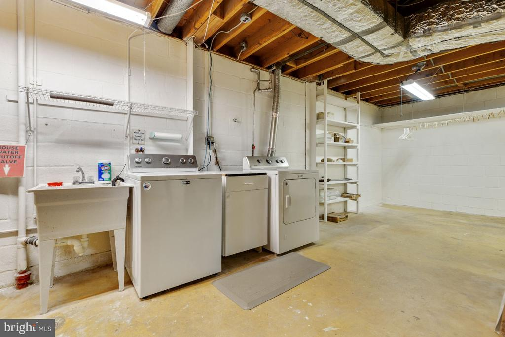 Washer/dryer 1 year old - 5041 KING RICHARD DR, ANNANDALE