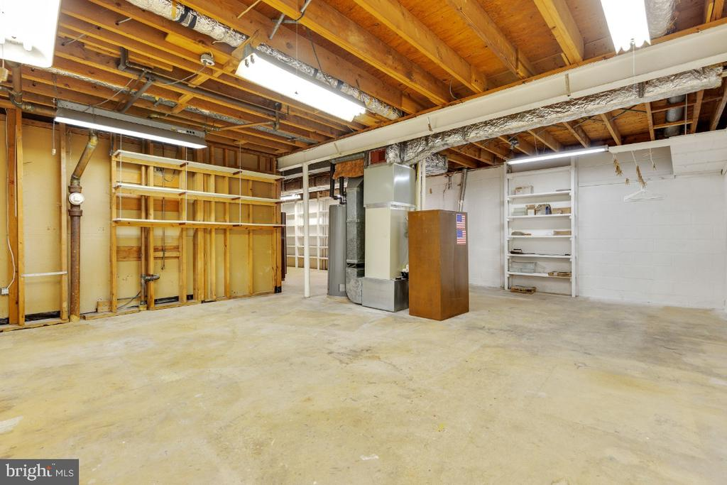 Perfect workshop or finish for fifth bedroom - 5041 KING RICHARD DR, ANNANDALE