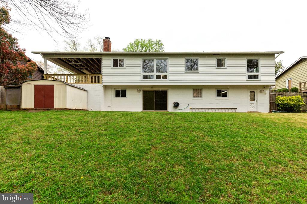Large rambler with walk out basement - 5041 KING RICHARD DR, ANNANDALE