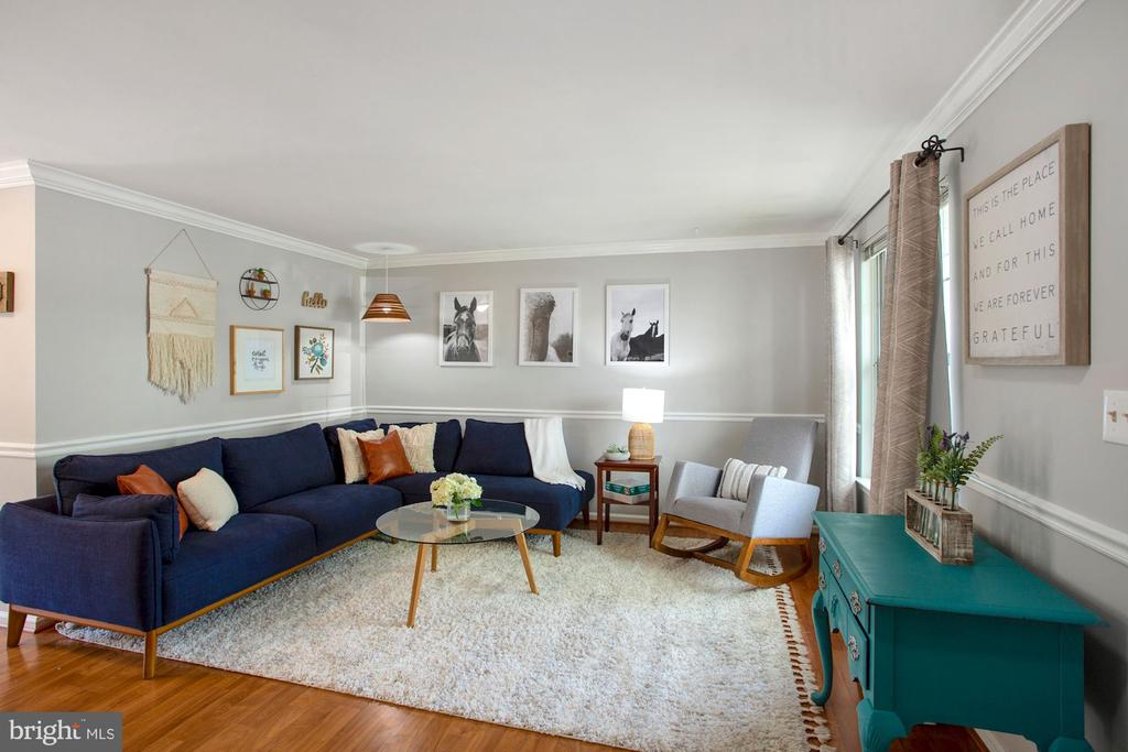 Bright Living Room - 81 SOUTHALL CT, STERLING