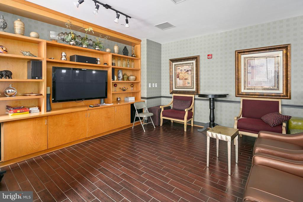 Community - 1201 N GARFIELD ST #114, ARLINGTON