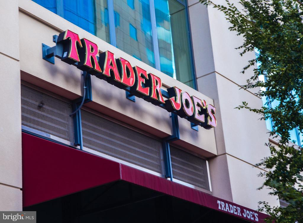 Community: Trader Joe's - 1201 N GARFIELD ST #114, ARLINGTON