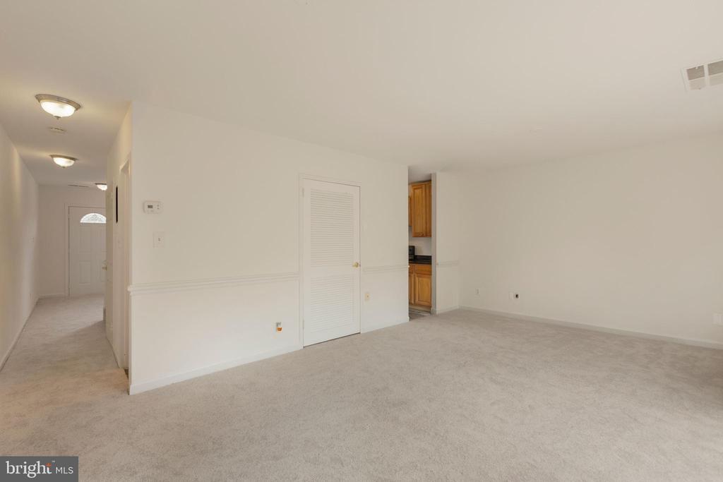 - 1204 MAGNOLIA LN, HERNDON