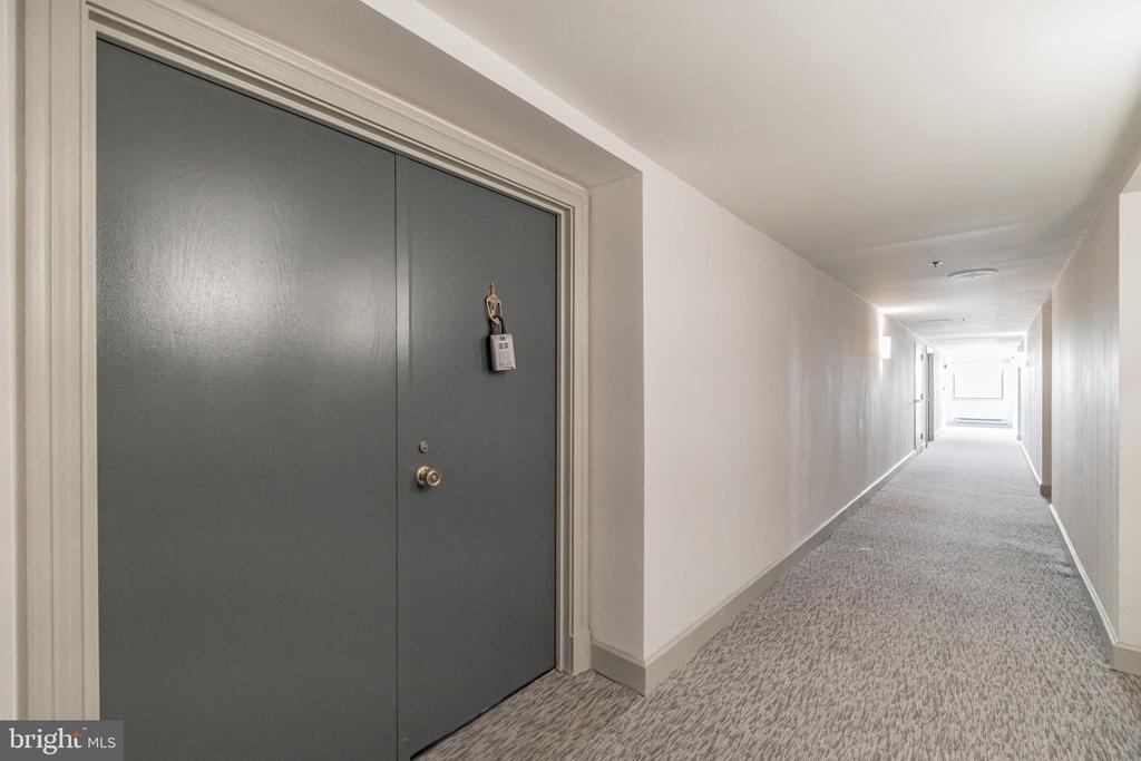 - 1301 N COURTHOUSE RD #1009, ARLINGTON