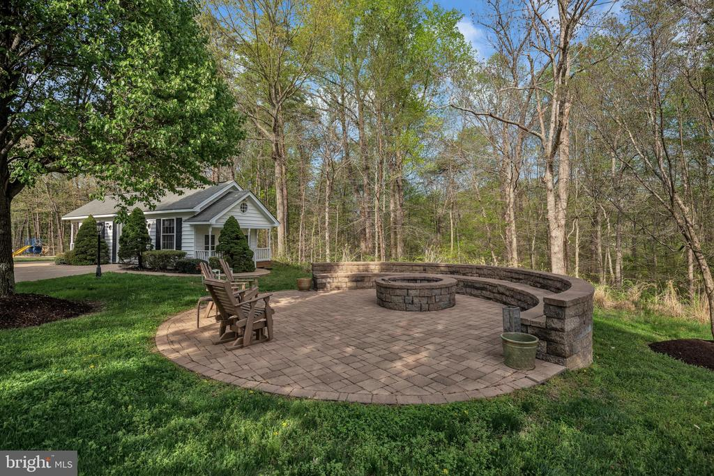 Stone paver Firepit with Custom Seating - 12620 CHEWNING LN, FREDERICKSBURG