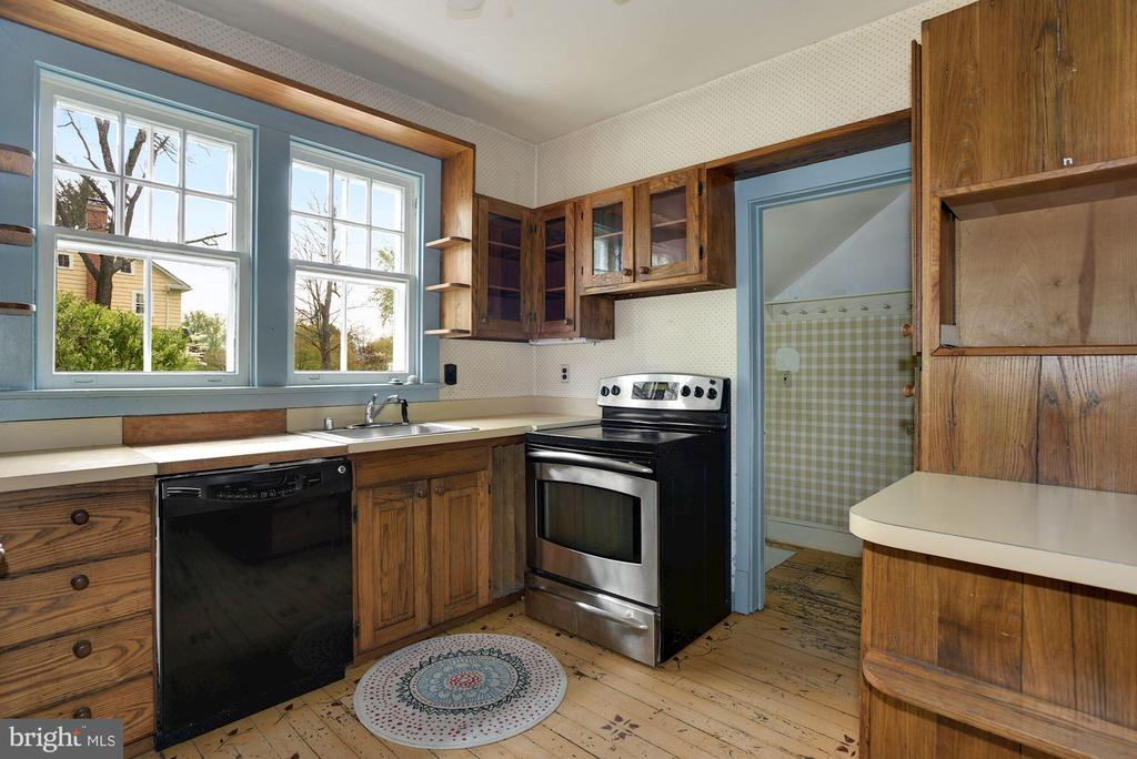 Kitchen - 415 S MAPLE AVE, PURCELLVILLE
