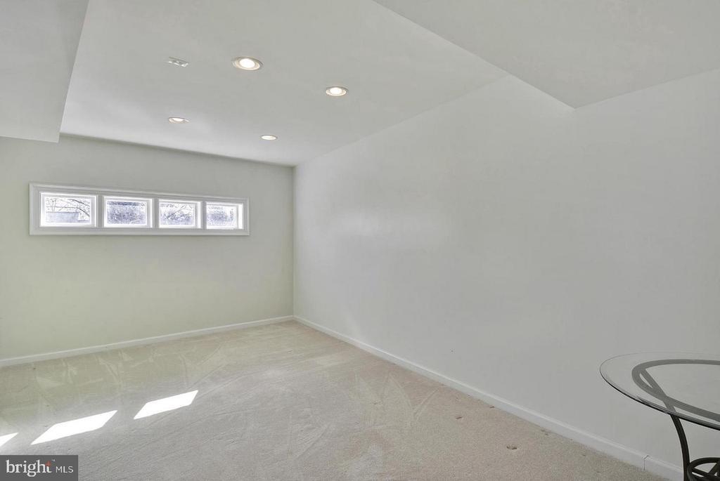 North Unit Converted Bonus Room - 5806 FLANDERS ST, SPRINGFIELD