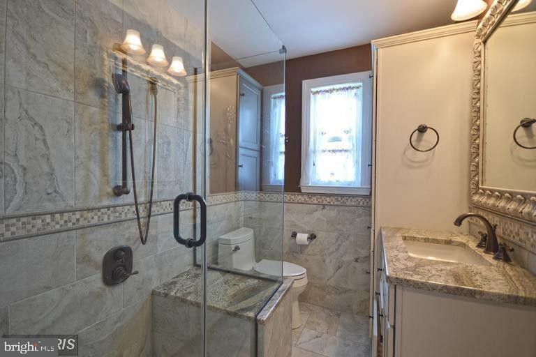 South Unit Full Bathroom - 5806 FLANDERS ST, SPRINGFIELD