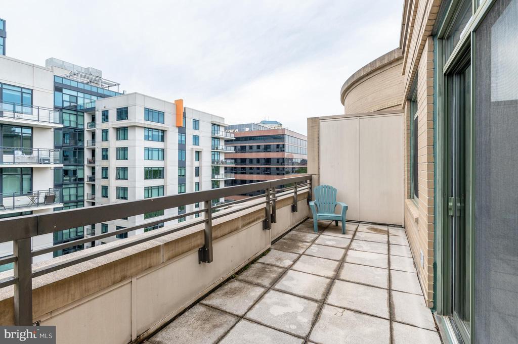 Large Balcony with Trellis - 3625 10TH ST N #903, ARLINGTON