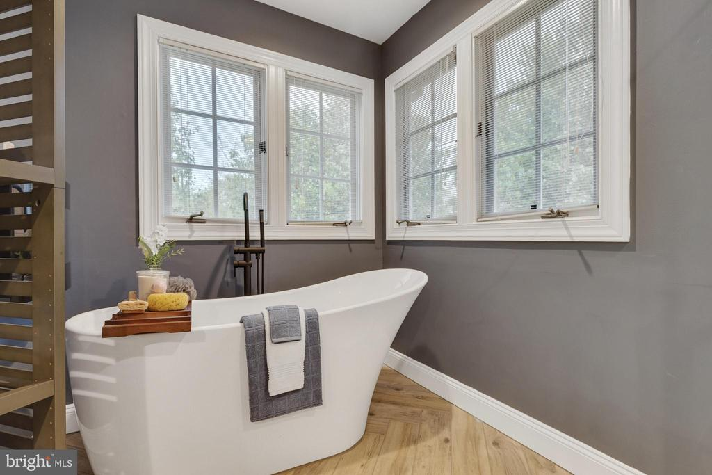 Primary Bath Soaking Tub - 16644 CAXTON PL, DUMFRIES