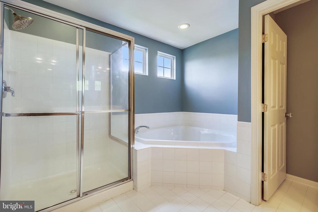 Primary Bathroom - 39 HOUSER DR, LOVETTSVILLE