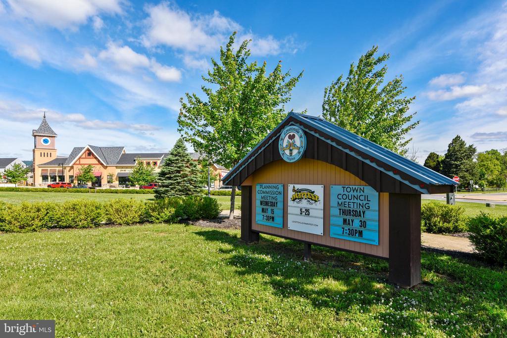Lovettsville Town Center - 39 HOUSER DR, LOVETTSVILLE