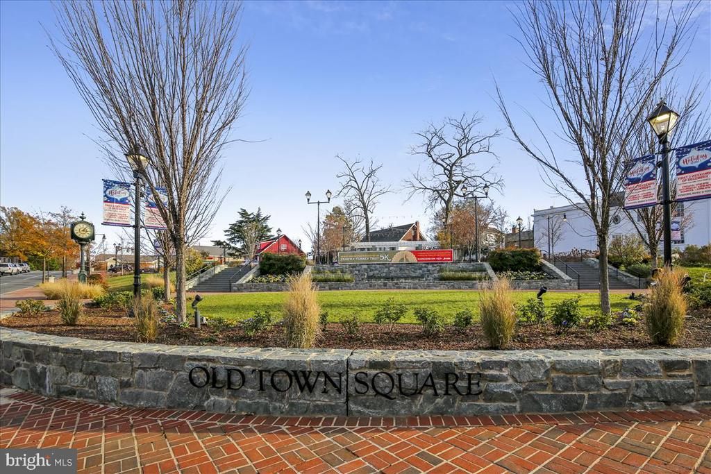 You'll love Old Town Square. - 4124 TROWBRIDGE ST, FAIRFAX