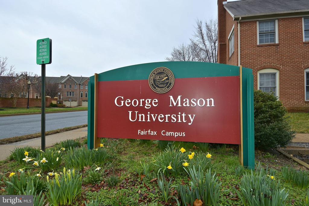 Minutes to George mason University! - 4124 TROWBRIDGE ST, FAIRFAX