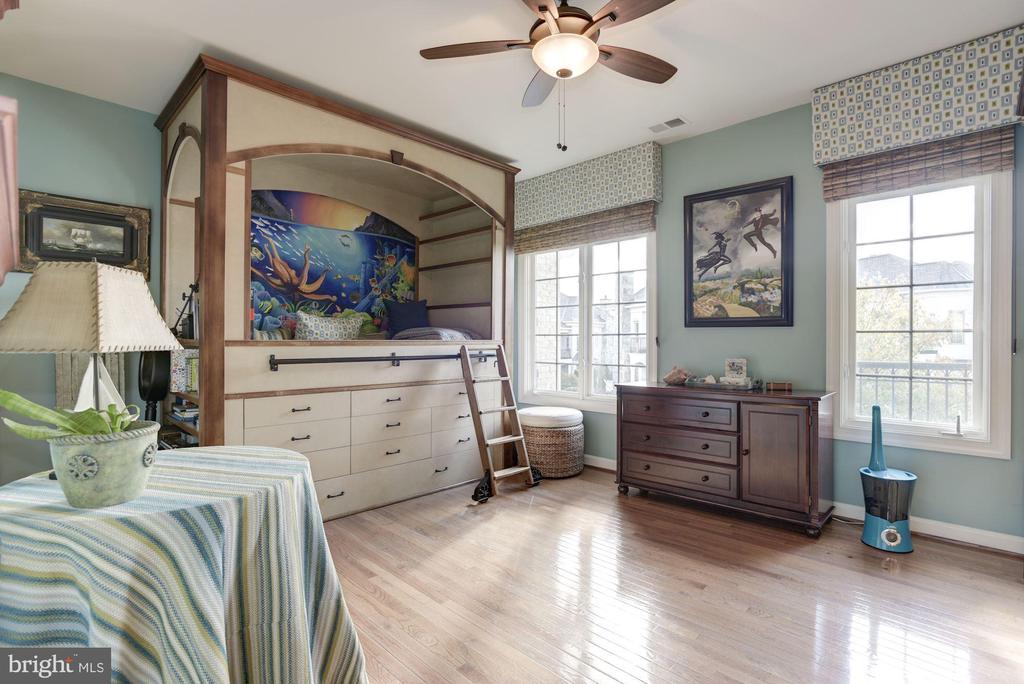 Extra Large 2nd Bedroom with Full bath - 18362 FAIRWAY OAKS SQ, LEESBURG