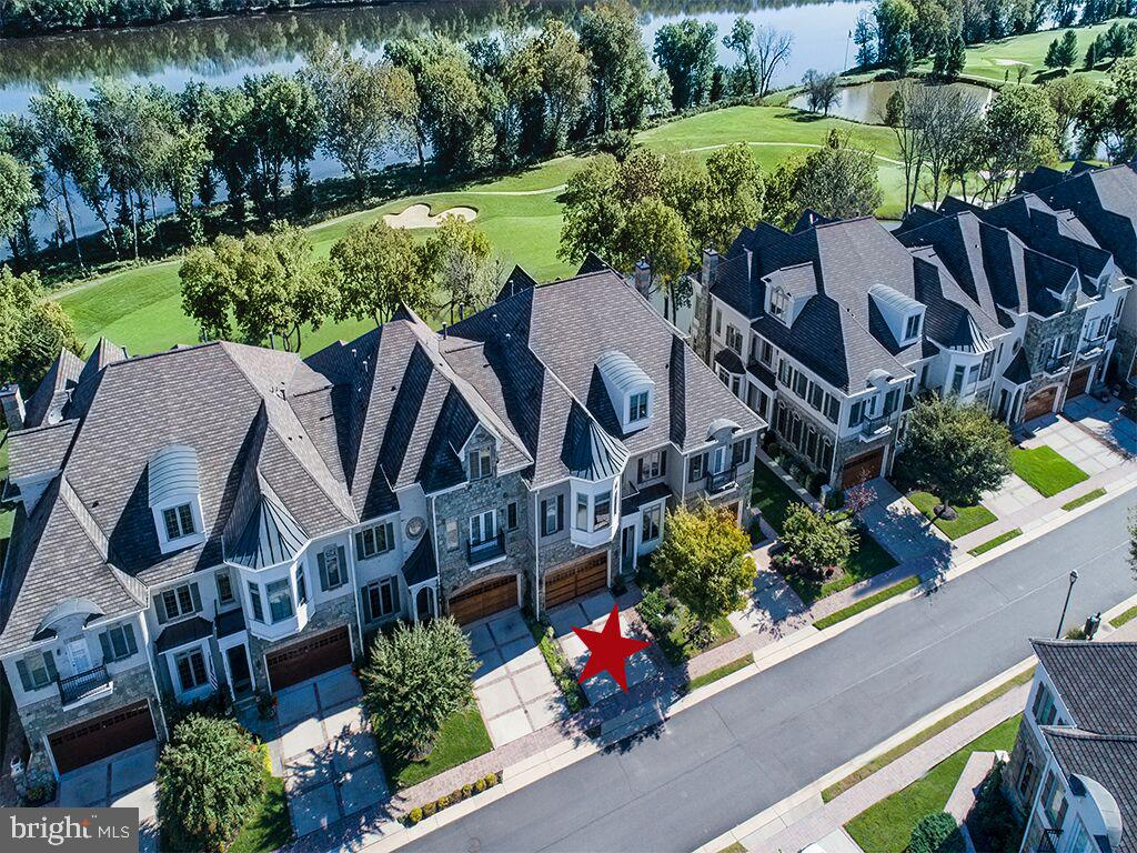 Areial view of Townhome w/ golf and water views - 18362 FAIRWAY OAKS SQ, LEESBURG
