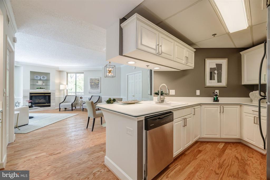 Kitchen - 1276 N WAYNE ST #130, ARLINGTON