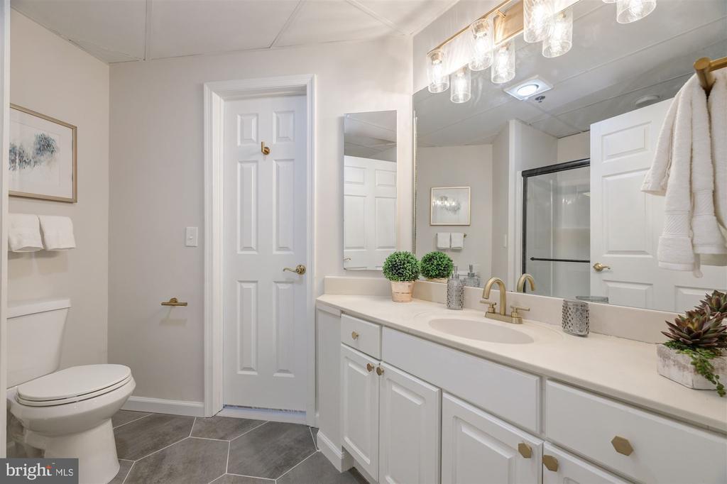 Primary Bathroom - 1276 N WAYNE ST #130, ARLINGTON