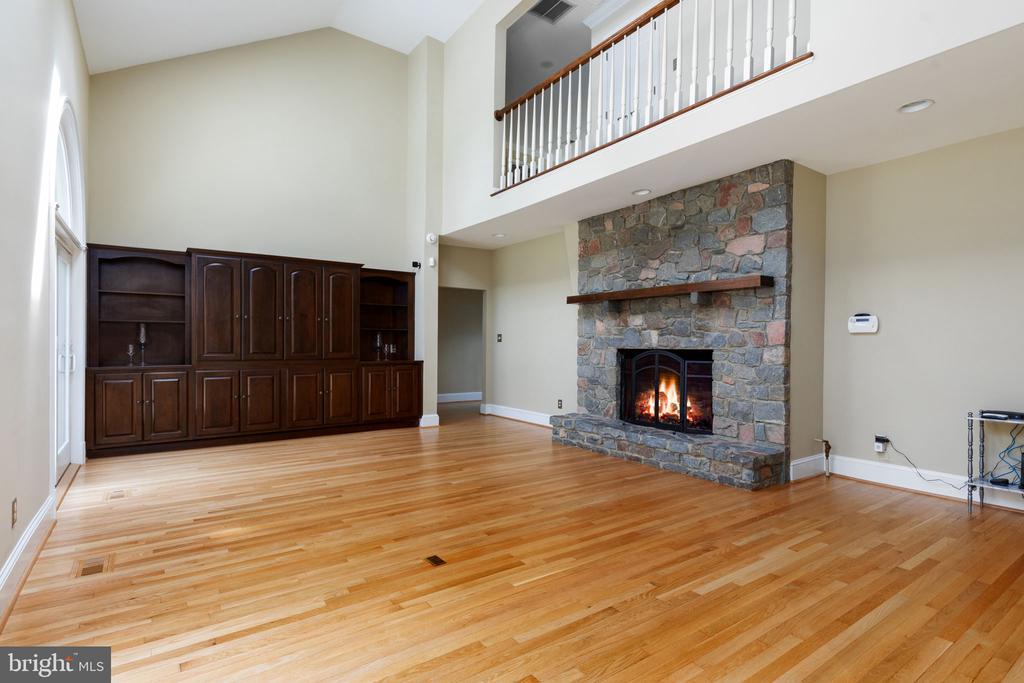Family Room with Custom Cabinet & Wet Bar - 2405 OAKMONT CT, OAKTON