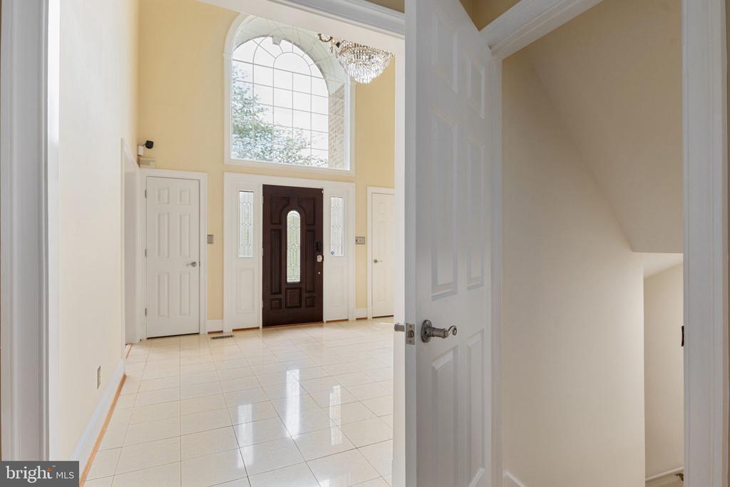 Foyer - 2405 OAKMONT CT, OAKTON