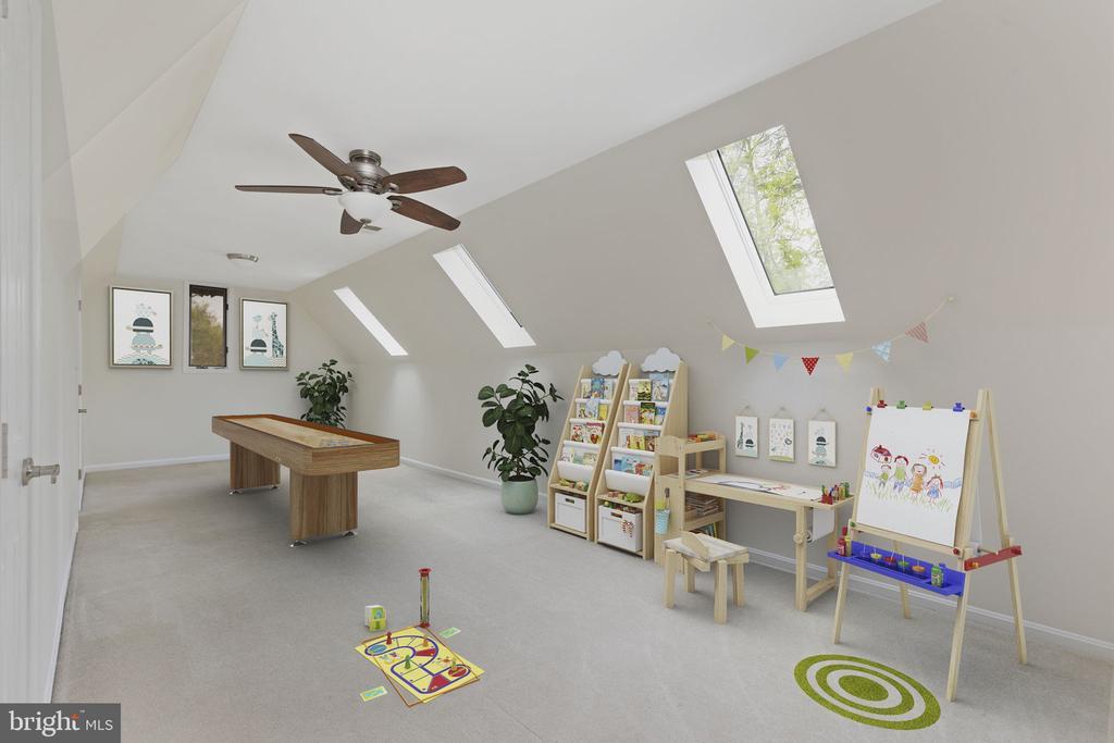 Loft with Skylights, Ceiling Fan & Walk-In Closet - 2405 OAKMONT CT, OAKTON