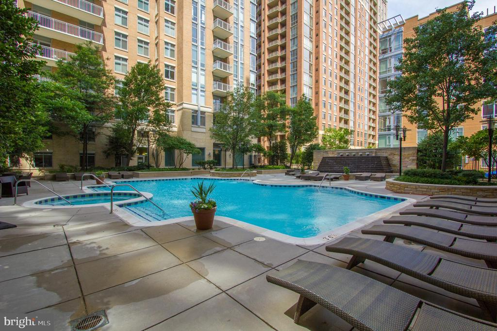 Pool - 11990 MARKET ST #415, RESTON