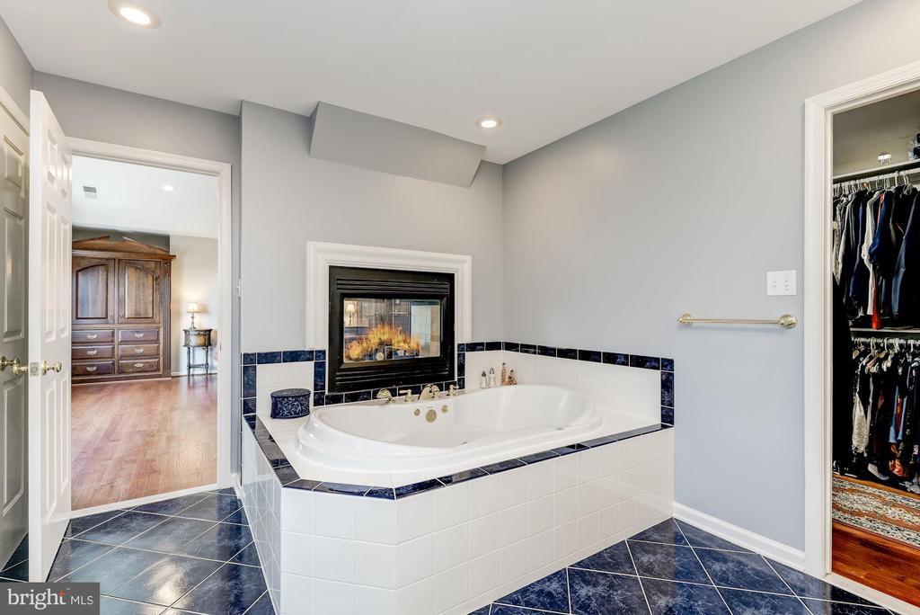 Soaking Tub | Fireplace - 8329 MYERSVILLE RD, MIDDLETOWN