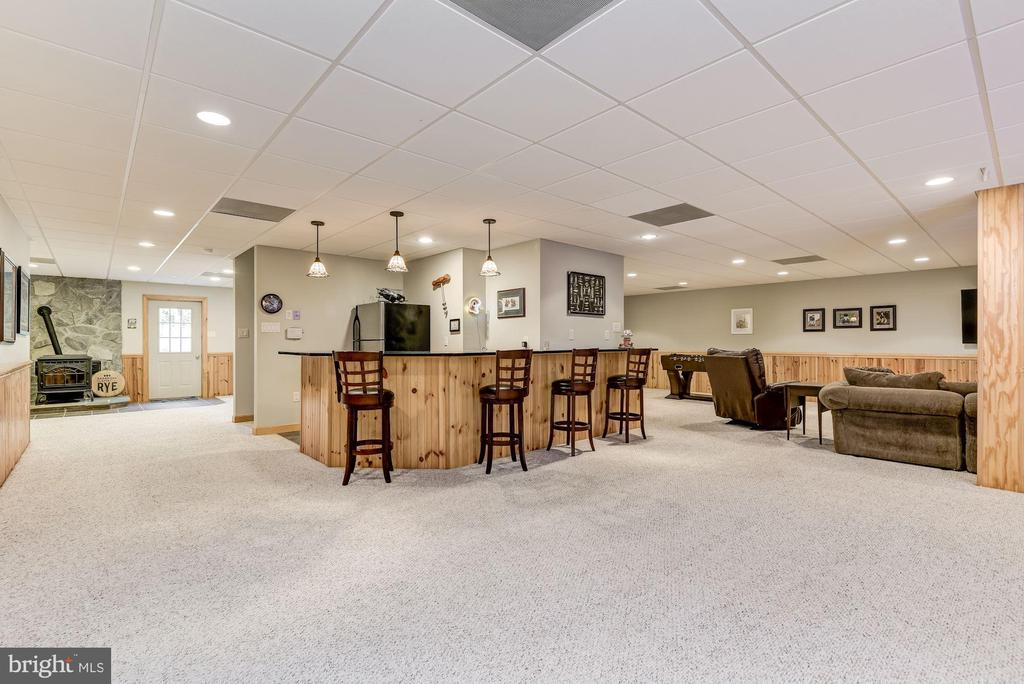Expansive Game Room | Wet Bar - 8329 MYERSVILLE RD, MIDDLETOWN