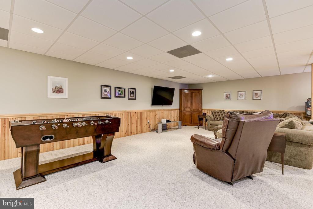 Expansive Game Room - 8329 MYERSVILLE RD, MIDDLETOWN