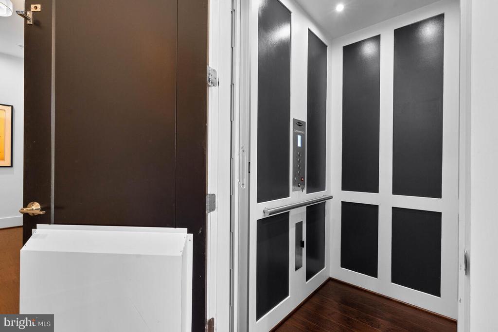 Personal Elevator,  4 floors access - 44647 DANVERS TER, ASHBURN