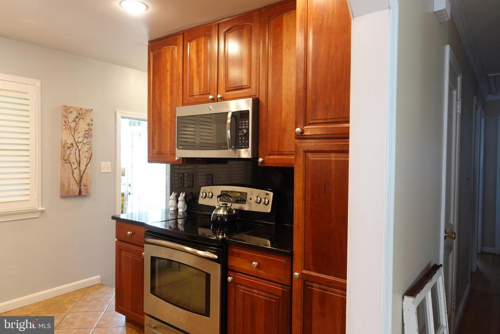 Custom cabinets! - 4132 ADDISON RD, FAIRFAX